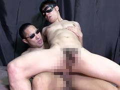【ゲイ動画】兄貴に負けない巨根な筋肉青年