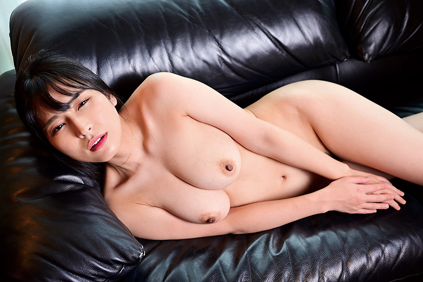 34才美熟女マナー講師が遅咲きの着エロ出演!/椿木英恵 画像 4
