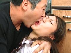 親父とベロベロむしゃぶり合う清純女子校生