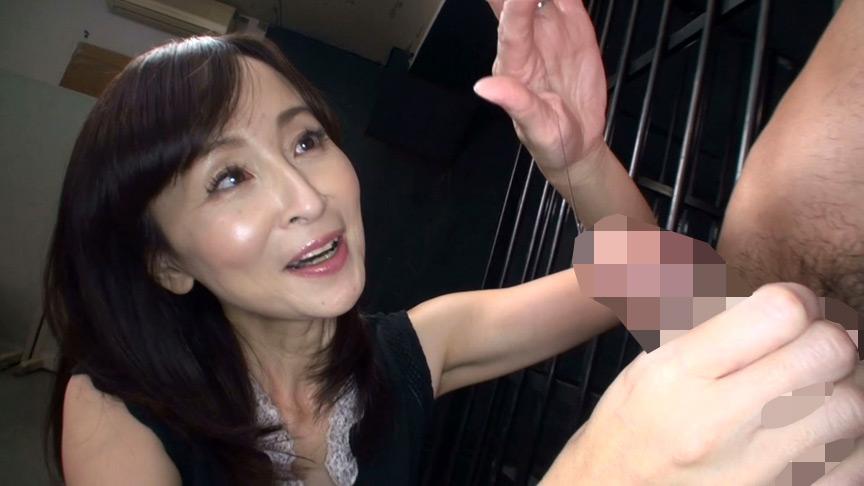 射精しても止めない!!人妻熟女の悶絶手コキ責め 画像 7