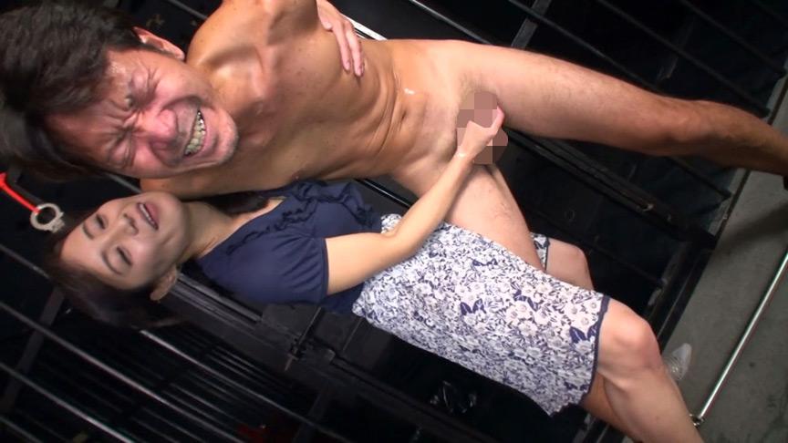 射精しても止めない!!人妻熟女の悶絶手コキ責め 画像 10