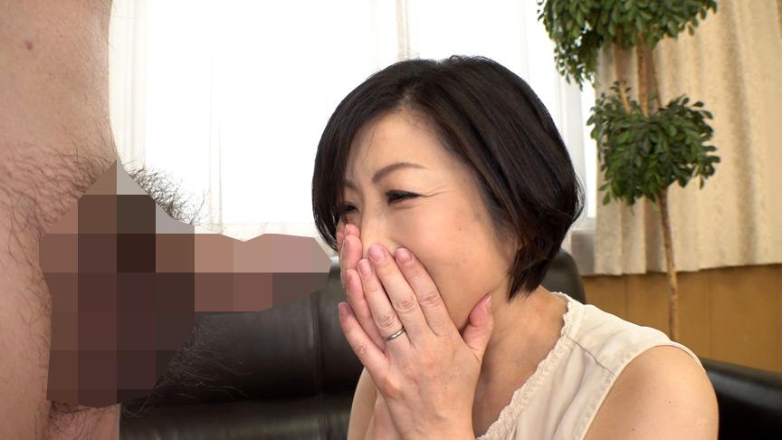 おフェラのお仕事にやってきた五十路熟女に突然口内射精 画像 5