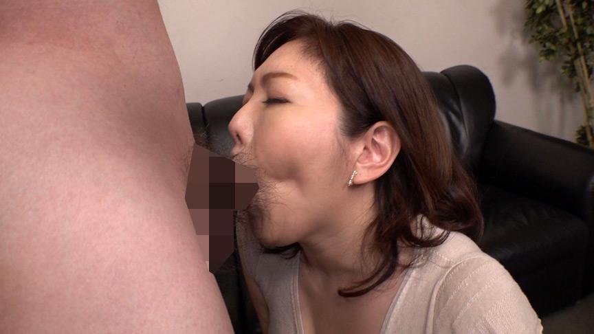 おフェラのお仕事にやってきた五十路熟女に突然口内射精 画像 13