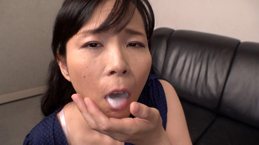 おフェラのお仕事にやってきた五十路熟女に突然口内射精 画像 22