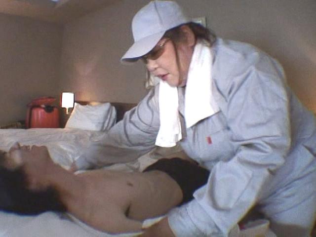 46歳の巨尻清掃婦 湯本あけみサムネイル07