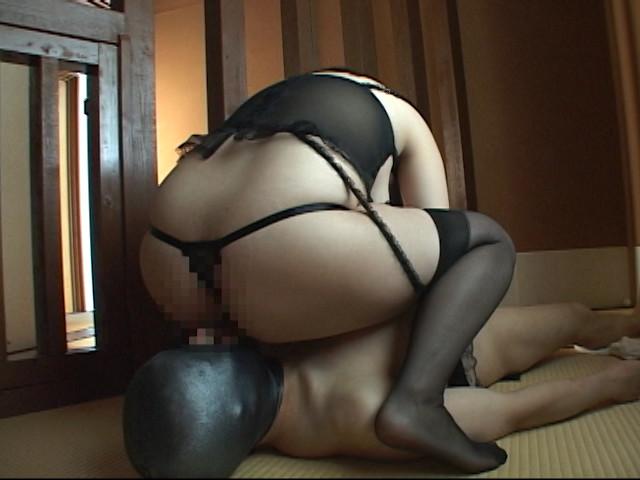 デカ乳婦人!淑女のたしなみペニバンM男喰い 画像 2