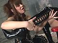 ブーツが似合う女のペニバン調教
