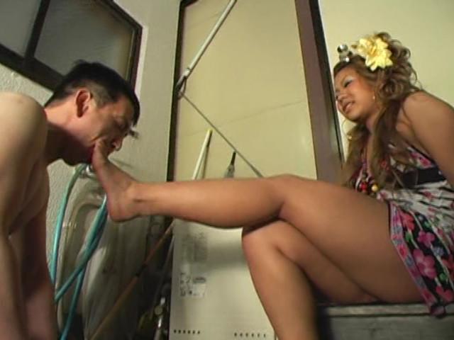 足舐め!足コキ!M男喜びの奉仕振る舞い 画像 1