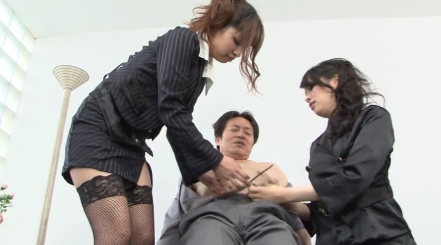 絶対服従!ドSなお姉さん2人のM男責め!!11