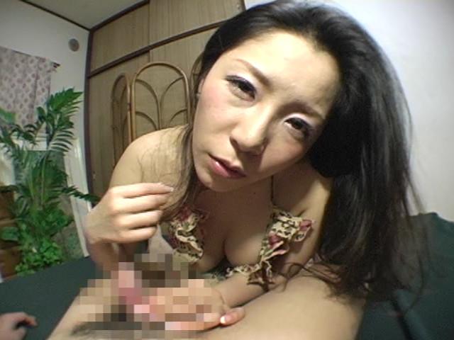 イヤらしい熟女のチ○ポ狩り3 浅倉彩音のサンプル画像
