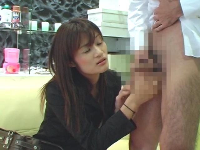 恥じらい人妻熟女にセンズリぶっこき見せ1 の画像13