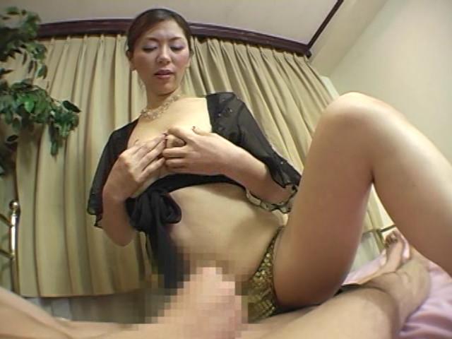 イヤらしい熟女のチ○ポ狩り 翔田千里 の画像15