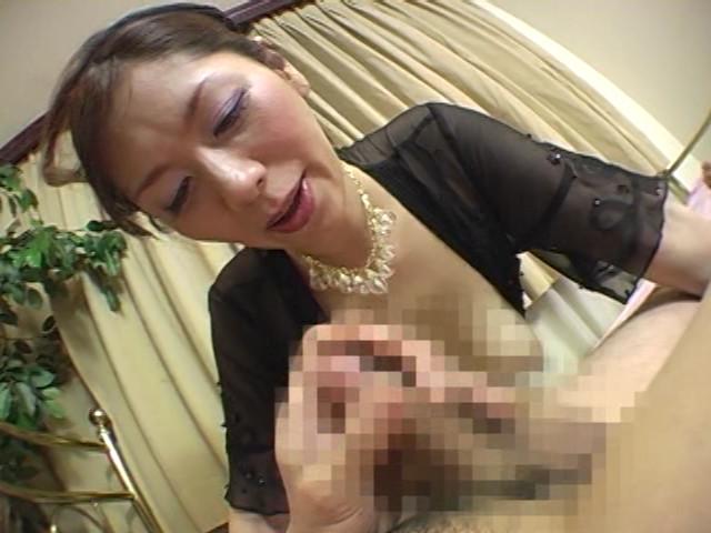 イヤらしい熟女のチ○ポ狩り 翔田千里 の画像14