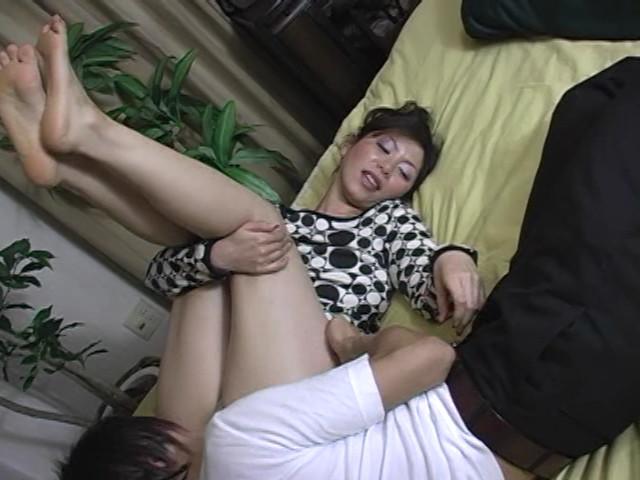 イヤらしい熟女のチ○ポ狩り 翔田千里 の画像13