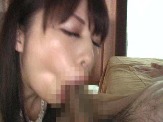 両手で乳首いじりながらディープフェラする熟女 の画像14