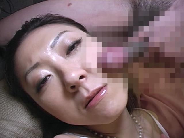 スケベな熟女に淫語でセンズリを強制された僕 の画像20
