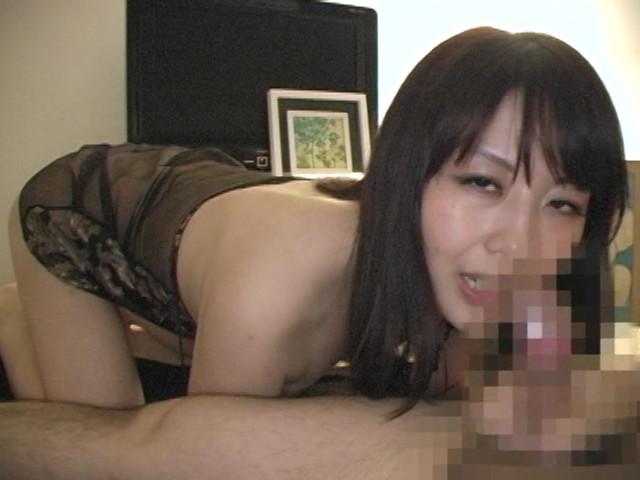 スケベな熟女に淫語でセンズリを強制された僕 の画像16
