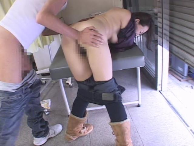 熟女尻レイプ の画像4