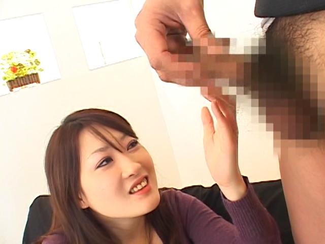 恥じらい熟女センズリ見せつけ 画像 4
