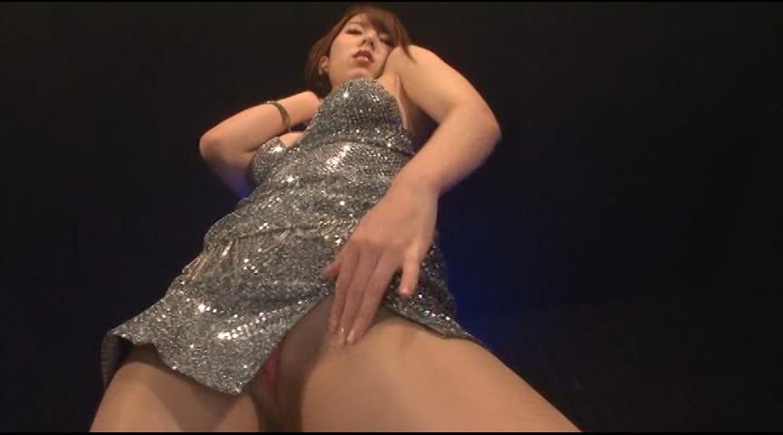 オマ●コに喰い込んだパンティを覗きまくり!