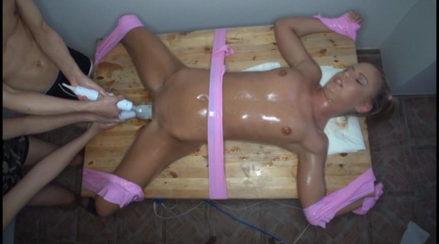 海外妖精ロリータ拘束クリトリス拷問1 の画像3