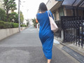 街中にいるマキシワンピを着た女の子9人