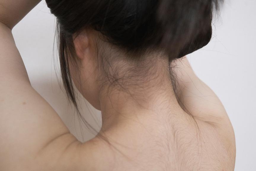 素人娘の全裸図鑑10 今時の女の子13名が恥らいながら脱衣していく様子をじっくり撮影した、変態紳士のためのヘアヌードコレクション 特別編集 2枚目