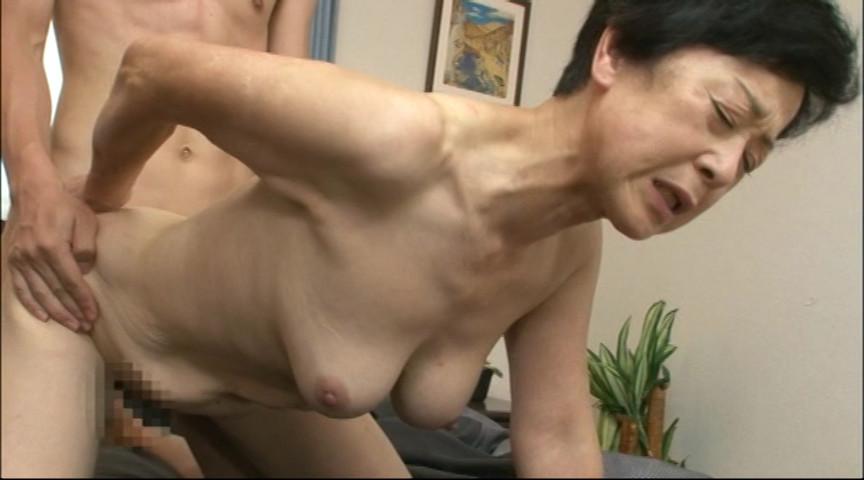六十路の母さんに膣内射精 中出し交尾25人8時間