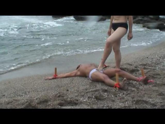 足で餌を与える女達 水責め・足舐め豚奴隷 の画像8