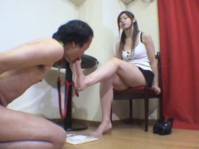 足で餌を与える女達 水責め・足舐め豚奴隷 の画像4