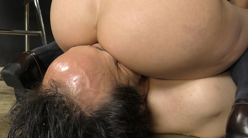 強制飲尿M男虐待 M男、パイパンの刑! 画像 18