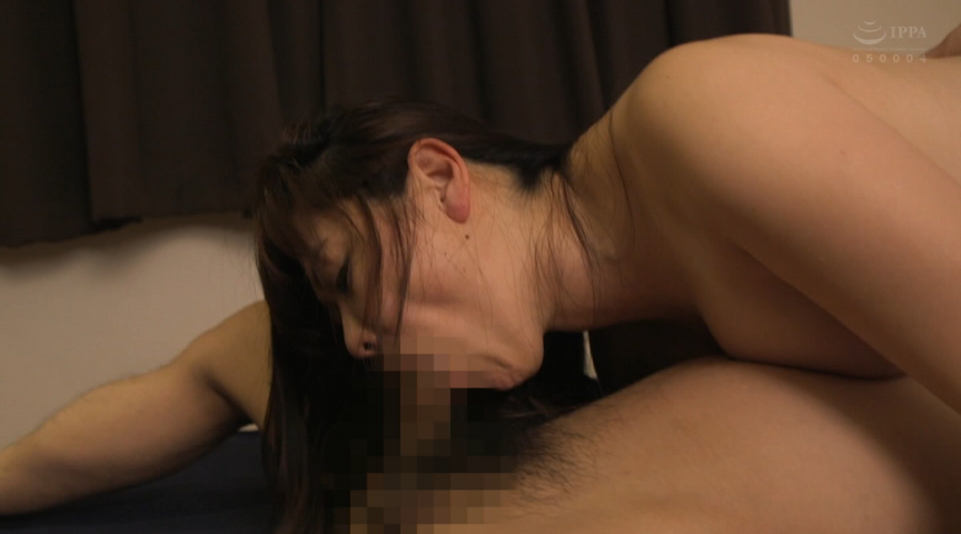 良妻賢母の裏の顔…息子のチ○ポを平気で貪る近親相姦妻 画像 3