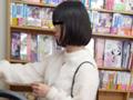 【書店痴漢】抵抗できないムッチリ女子大生のサムネイルエロ画像No.1