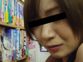 【書店痴漢】エロボディのお姉さんが中出し絶頂のサムネイルエロ画像No.2