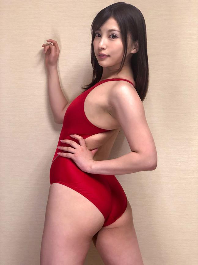 濡れてテカってピッタリ密着 神競泳水着 早川瑞希 画像 2