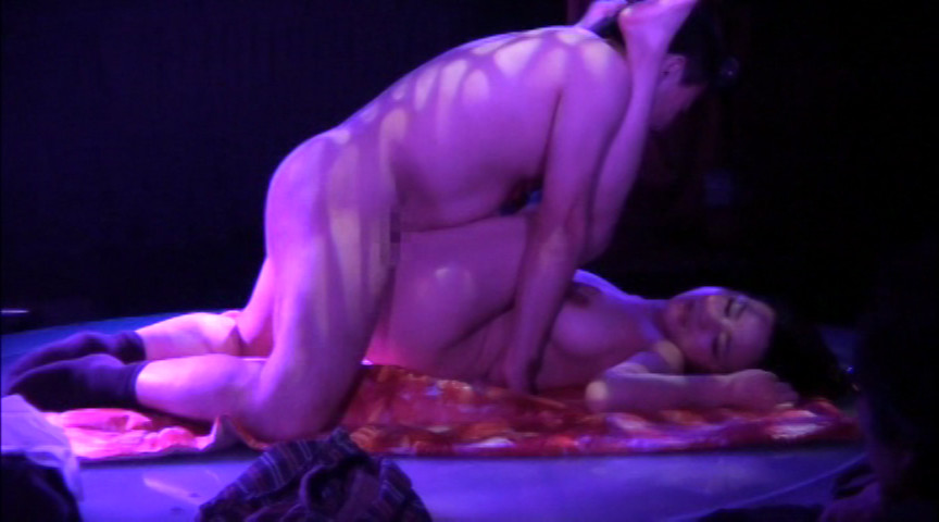 ストリップ劇場5 酔ったサラリーマンがステージに乱入