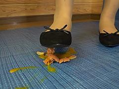 クラッシュ:まいちゃんのフードクラッシュ 靴・ソックス・裸足