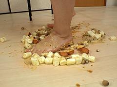 「【クラッシュ#41】☆ お嬢様校JK かりんちゃんの裸足でスィーツクラッシュ!クラッシュ!! クラッシュかりんの素足がバニラフレーバーにまみれる」のパッケージ画像