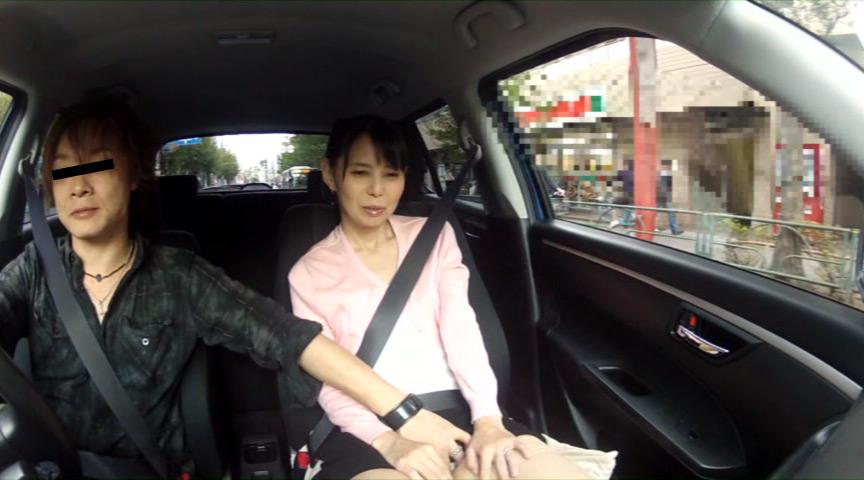 人妻が不倫ドライブ中に我慢できずにうんこしょんべん漏らし の画像3