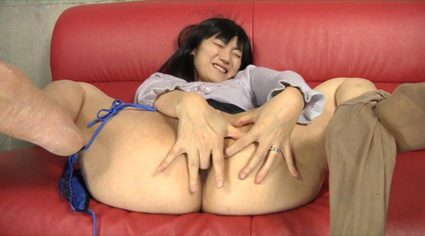 直腸をイジればイジる程、屁が止まらない美人妻のアナルオナニー の画像3