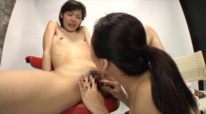 おばちゃんと若い娘が乳首舐めあうレズ の画像10