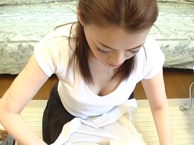 人妻の胸チラ・パンチラ・裸エプロン2 4枚目