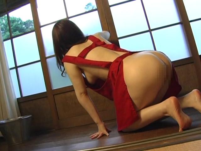 人妻の胸チラ・パンチラ・裸エプロン2 11枚目