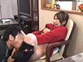 ムチムチな巨乳人妻がママ友に騙され寝取られ堕ちのサムネイルエロ画像No.2