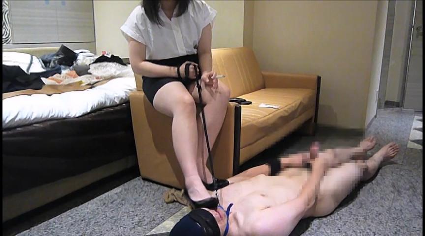 ドS女子によるパンプス&パンスト&生足M男いじめ
