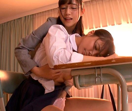 仕事に疲れてウトウトしているとアノ女が突然Hな悪戯! 画像 4