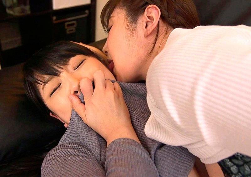 仕事に疲れてウトウトしているとアノ女が突然Hな悪戯! 画像 10
