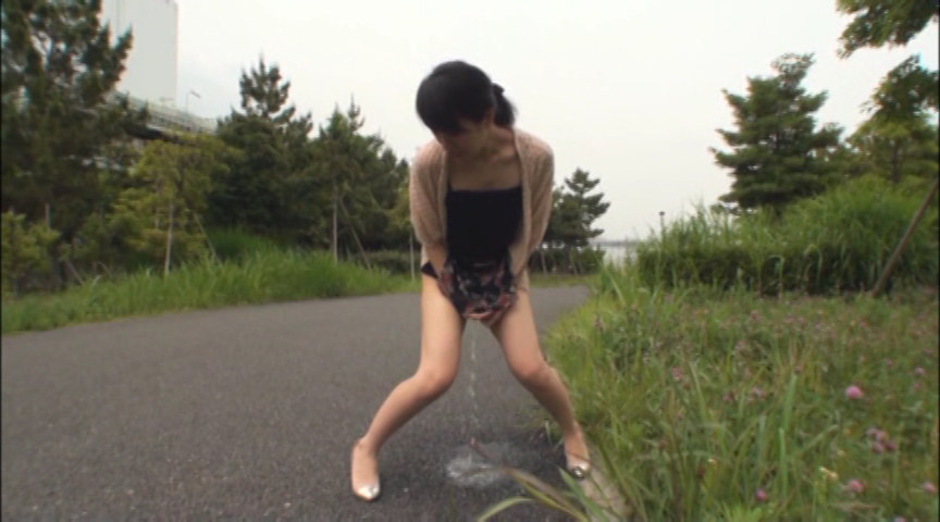 羞恥プレイ依存症の素人24人 服従露出する淫乱妻のサンプル画像