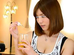 欲求不満の美人妻は、男に媚薬を飲ませては中出しさせる