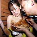 人妻のウンコを食べる